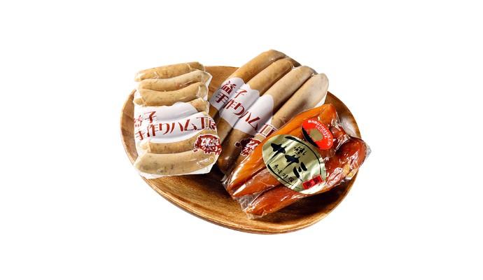 NASU WINE 渡邊葡萄園醸造 マスカット・ベーリーAスタンダード赤/燻しササミ・益子手作りフランクフルト・青唐辛子ウインナー