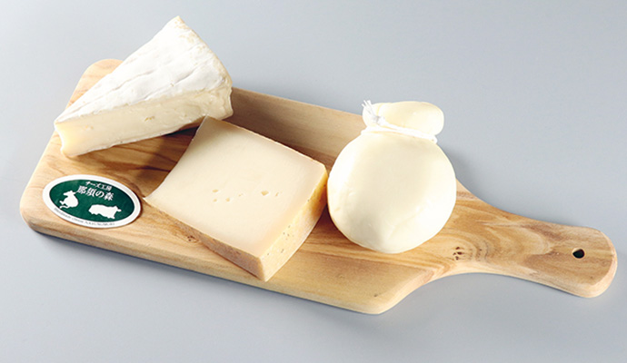 NASU WINE 渡邊葡萄園醸造 マスカット・ベーリーAスタンダードロゼ/カチョカバロ・森のチーズ・ブリー ド 那須