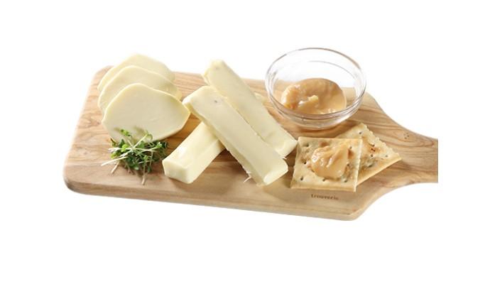 北海道ワイン 鶴沼ミュスカ/ミルクジャム・モッツァレラチーズさけるタイププレーン・モッツァレラチーズさけるタイプペッパー・モッツァレラチーズ真空タイプ