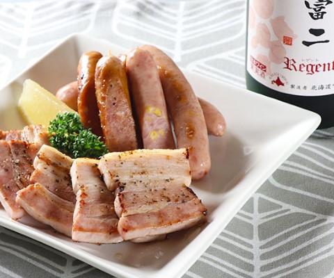 北海道ワイン 葡萄作りの匠 宍戸富二レゲント/農家のホワイトミルクベーコン・北海道粒々コーンウインナー・北海道チーズウインナー