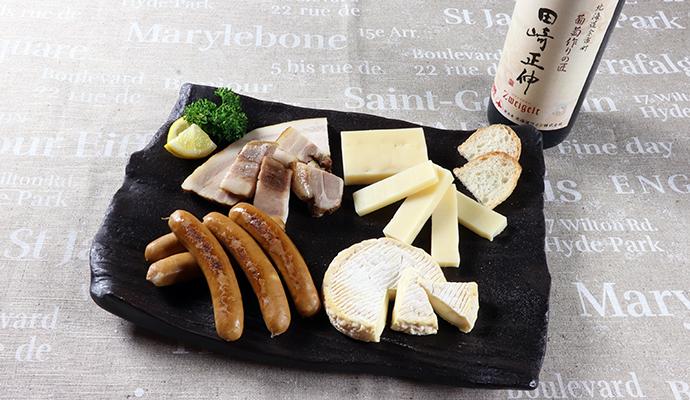 北海道ワイン 葡萄作りの匠 田崎正伸 ツヴァイゲルト/のぼりべつ ソーセージ・熟成ステーキベーコン・チーズ2種セット